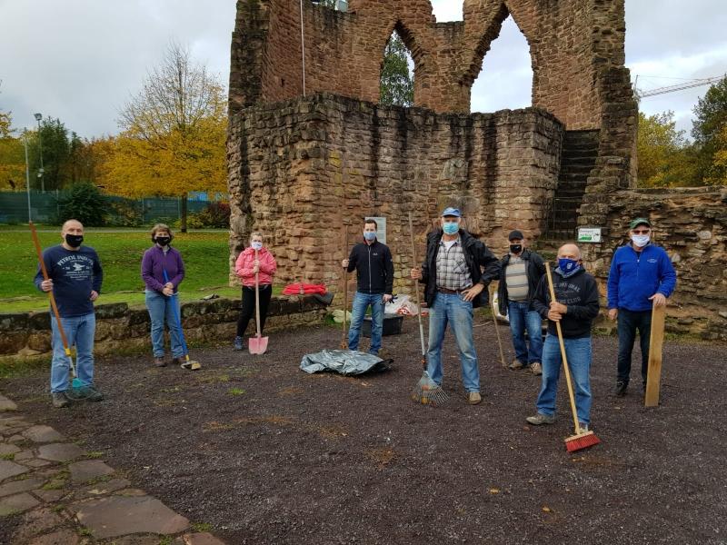 Reinigungsaktion an der Burg Bucherbach